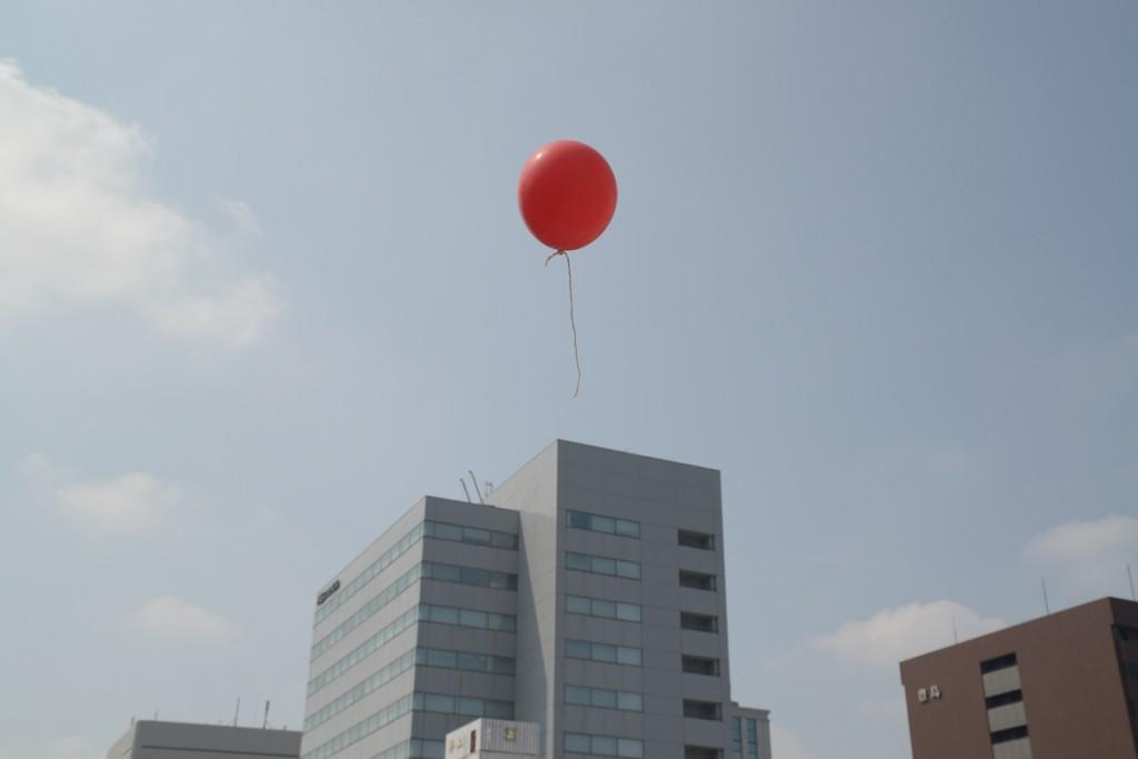長者町の赤い風船